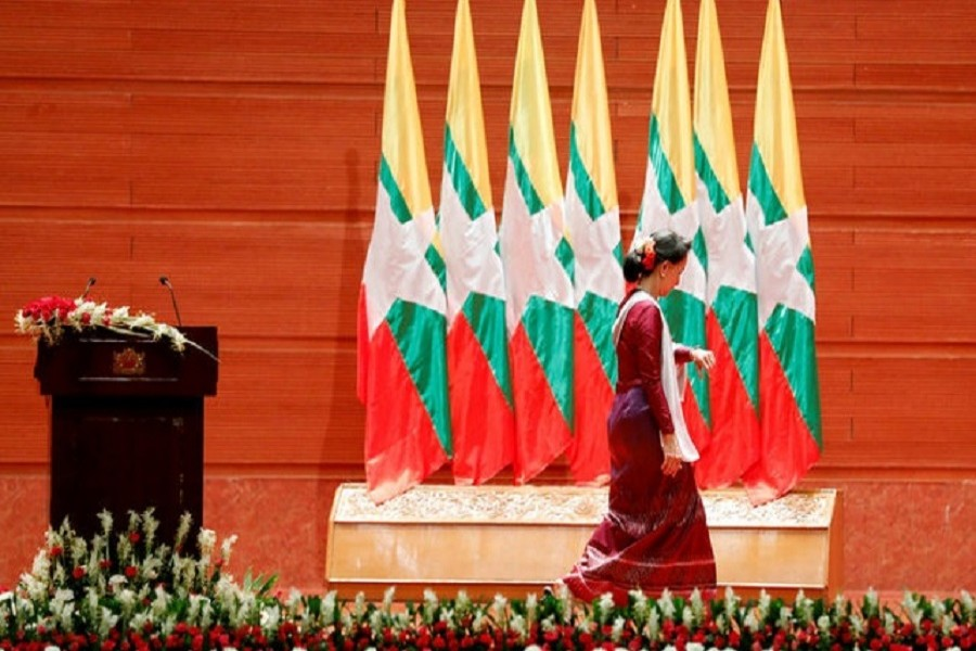 Myanmar State Counsellor Aung San Suu Kyi walks off the stage after delivering a speech to the nation over Rakhine and Rohingya situation, in Naypyitaw, Myanmar September 19, 2017. Reuters