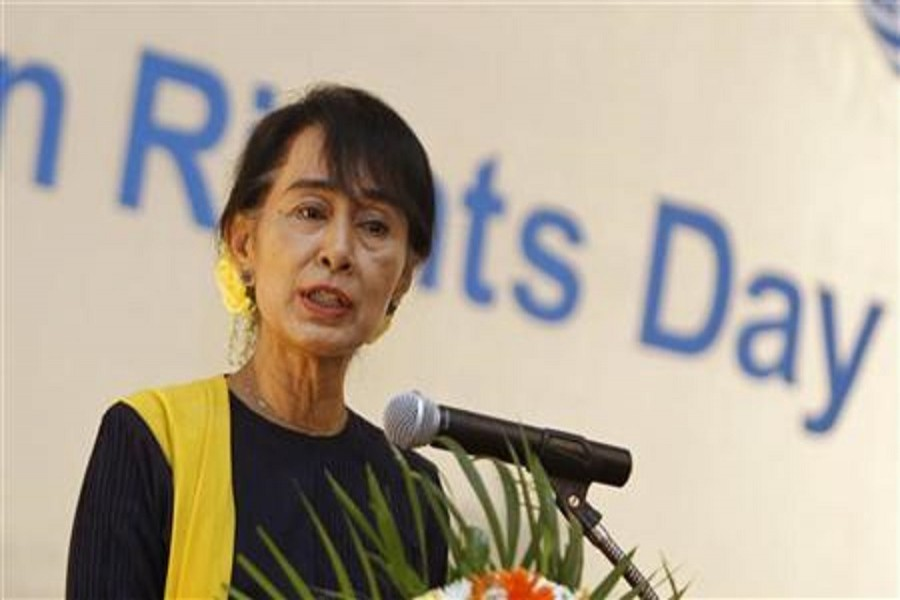 Myanmar pro-democracy leader Aung San Suu Kyi gives a speech on Human Rights Day at Inya Lake hotel in Yangon December 10, 2012. Reuters