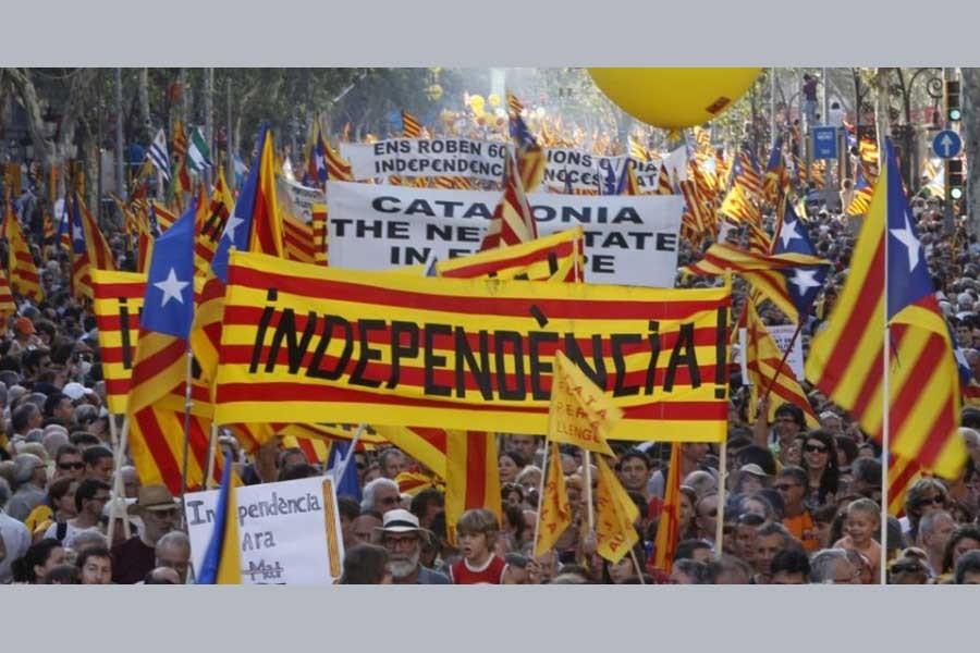Spain rallies to avoid split
