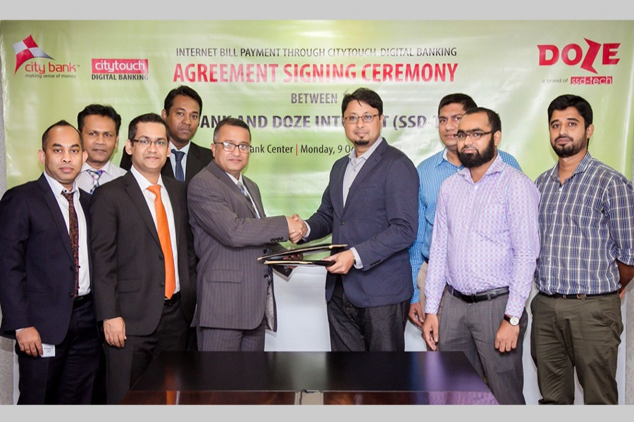 City Bank's Deputy Managing Director and CIO Kazi Azizur Rahman and SSD-Tech (Doze Internet's owning company) CEO Hasan Mehdi shaking hands after signing an agreement in Dhaka.