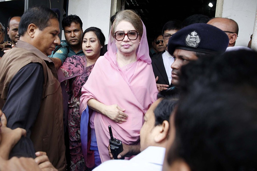 Khaleda Zia, former Prime Minister and the chief of opposition Bangladesh Nationalist Party, arrives in a special court in Dhaka's Bakshibazar to seek bail on Thursday. - Focus Bangla photo