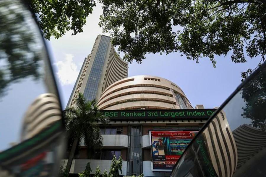 Indian shares trade flat
