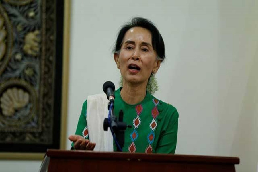 Aung San Suu Kyi talks to media during a news conference after she met with US Secretary of State Rex Tillerson at Naypyitaw, Myanmar November 15, 2015. Reuters