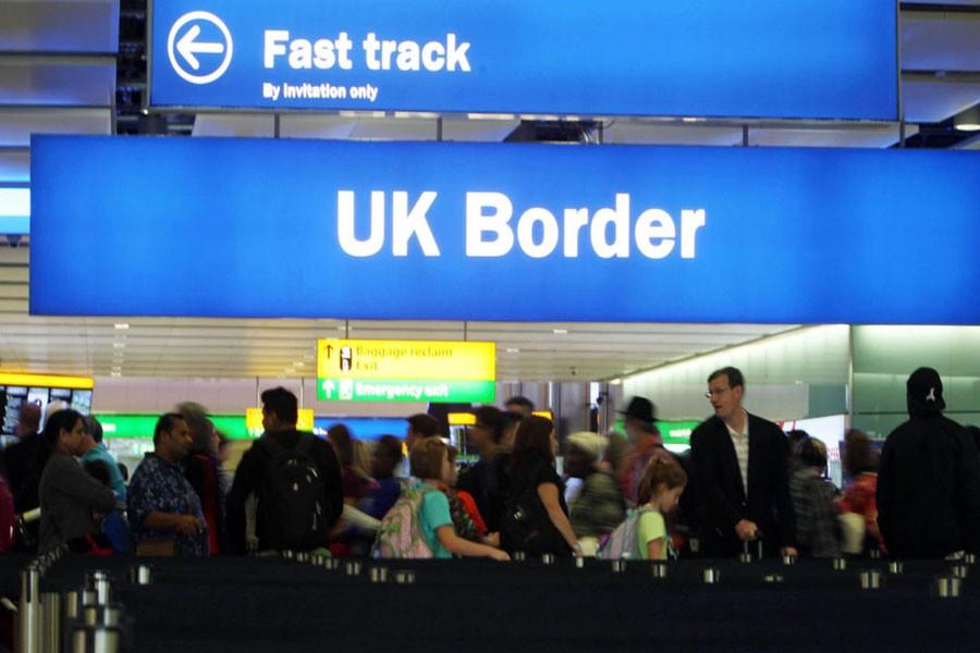 Net migration to UK plunges after Brexit vote