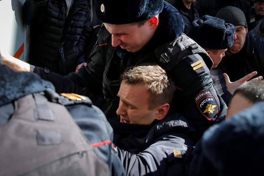 Russian police detain opposition leader Navalny