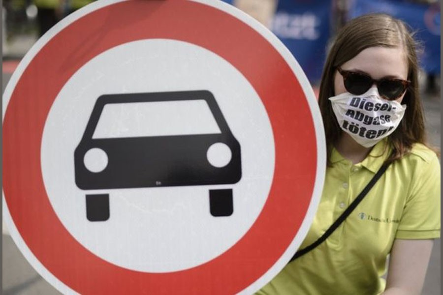German carmakers under fire for testing diesel on humans, monkeys