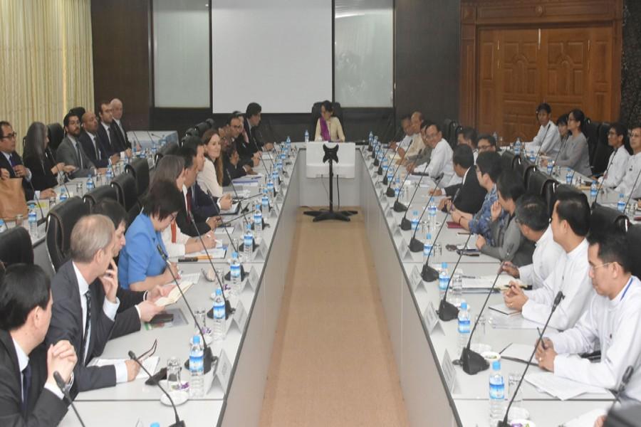 UNSC envoys meet with Suu Kyi