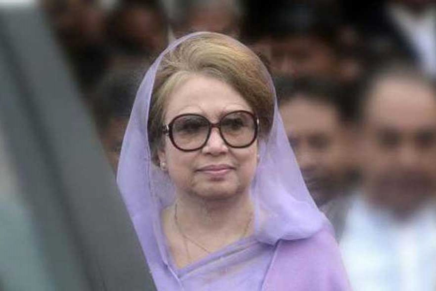 Lawyers meet Khaleda at jail
