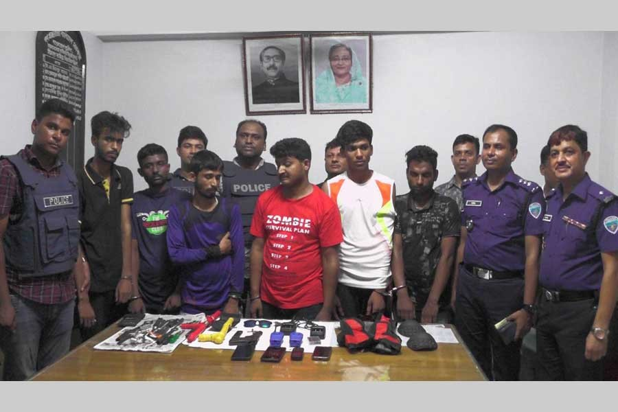 Four Indians among six held with arms, ammo in B'baria