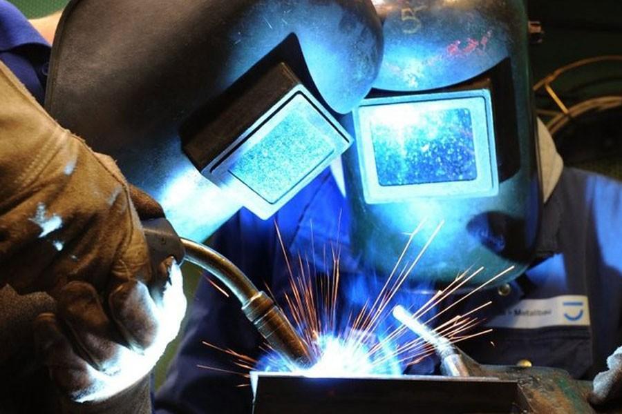 Metal-working apprentices train in Leipzig, Germany, in 2010 - Photo: Waltraud Grubitzsch/DPA/Landov