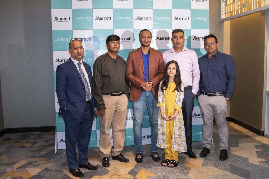 Shakib Al Hasan meets Friday Brunch quiz winners