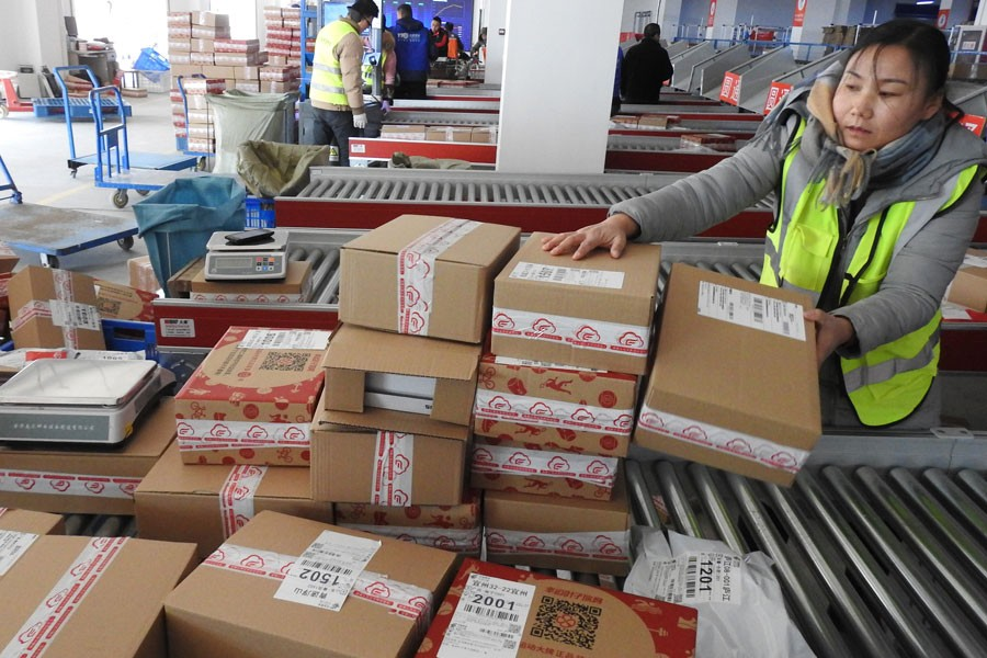 Workers dispatch parcels at a logistics company in Haizhou District of Lianyungang, east China's Jiangsu Province, Dec. 12, 2018. (Xinhua/Geng Yuhe)