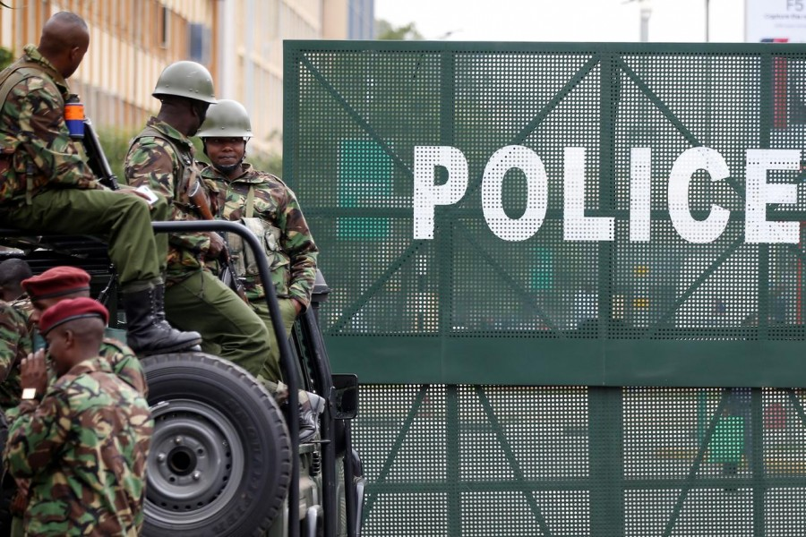 Police seal off roads near Kenya's Supreme Court in Nairobi, Kenya November 20, 2017. REUTERS/Baz Ratner
