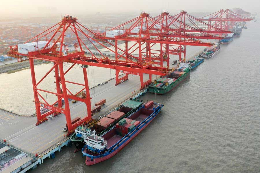 China's foreign trade up 2.4pc in first 10 months