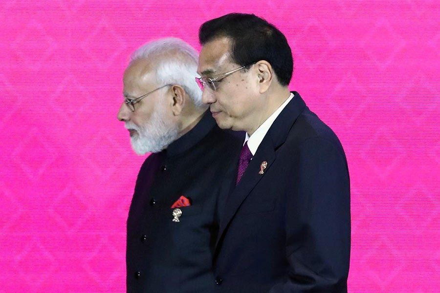 India's Prime Minister Narendra Modi and Chinese Premier Li Keqiang attending the 3rd Regional Comprehensive Economic Partnership (RCEP) summit in Bangkok on November 4.  —Photo: Reuters