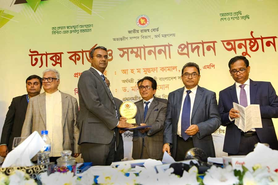 M Masud Rana, Deputy Managing Director and CFO of BRAC Bank, receiving the award from Md. Mosharraf Hossain Bhuiyan (3rd from right), Senior Secretary, Internal Resources Division and NBR Chairman, as the 5th highest tax payer in banking sector category at a ceremony of Tax Card for the year 2018-2019 at a hotel in the city recently where Finance Minister AHM Mustafa Kamal (2nd from right) and Prime Minister's Economic Advisor Mashiur Rahman (2nd from left) also seen
