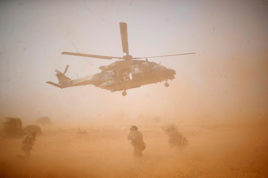 Thirteen French troops die in Mali helicopter crash