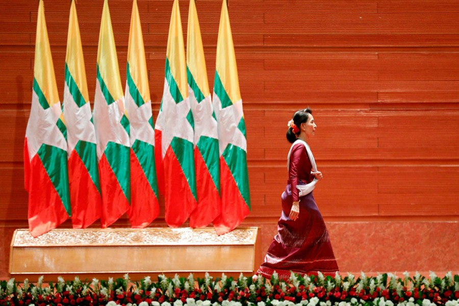 Myanmar State Counsellor Aung San Suu Kyi walks off the stage after delivering a speech to the nation on the Rakhine and Rohingya situation, in Naypyitaw, Myanmar, September 19, 2017. Reuters/File Photo