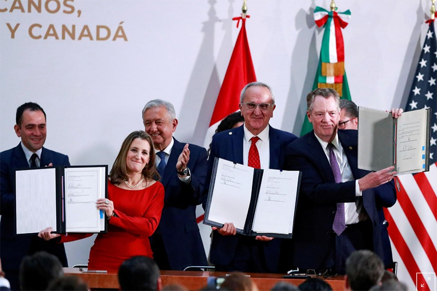 Canadian Deputy Prime Minister Chrystia Freeland, Mexican Deputy Foreign Minister for North America Jesus Seade, US Trade Representative Robert Lighthizer pose next to Mexico's President Andres Manuel Lopez Obrador and Mexico's Finance Minister Arturo Herrera during a meeting at the Presidential Palace, in Mexico City, Mexico on December 10, 2019 — Reuters photo