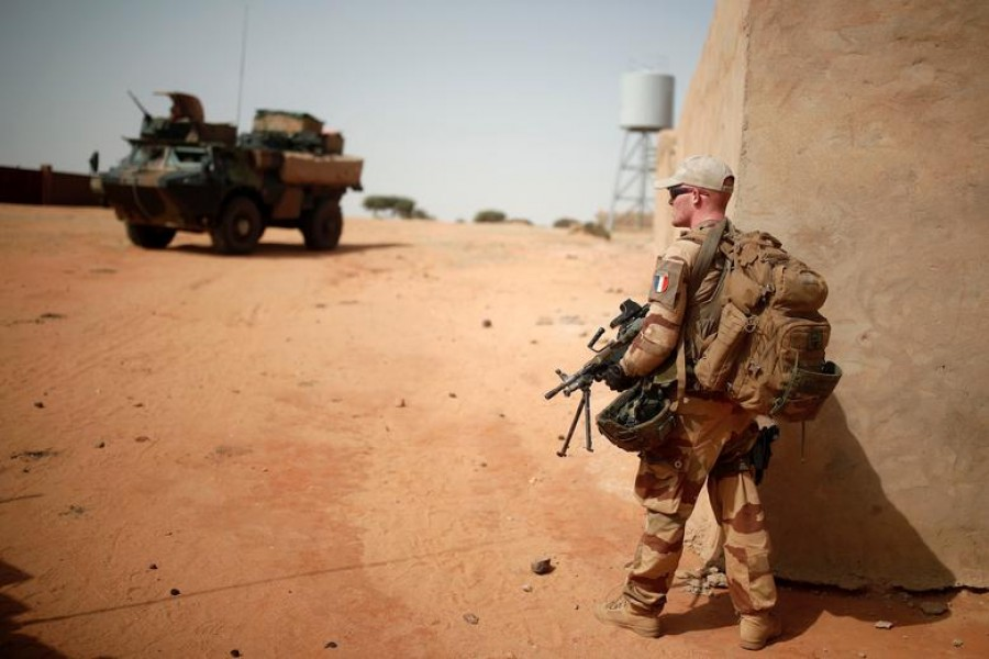 A French soldier patrols during the regional anti-insurgent Operation Barkhane in Tin Hama, Mali, October 19, 2017. REUTERS/Benoit Tessier/File Photo