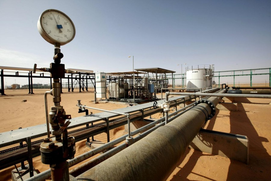 FILE PHOTO: A general view of the El Sharara oilfield, Libya December 3, 2014. REUTERS/Ismail Zitouny/File Photo