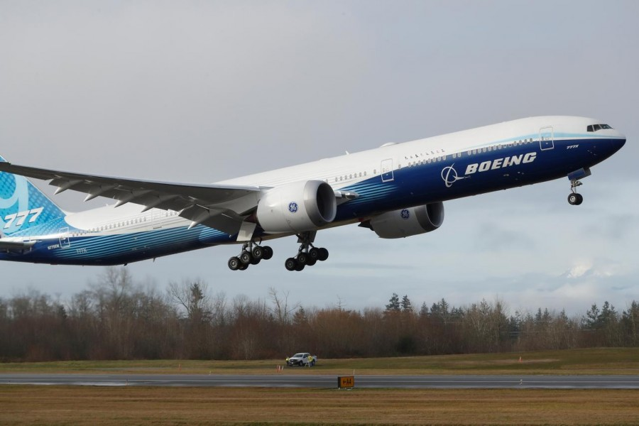 A Boeing 777X airplane takes off during its first test flight from the company's plant in Everett, Washington, U.S. January 25, 2020. REUTERS/Terray Sylvester