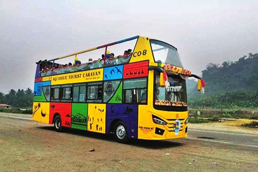 Sightseeing bus hits Cox's Bazar marine drive