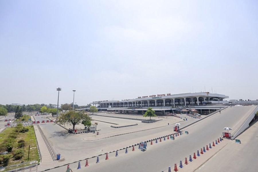 BD extends ban on almost all passenger flights until April 7