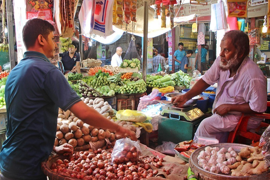 Prices of essentials decline significantly in Dhaka kitchen markets
