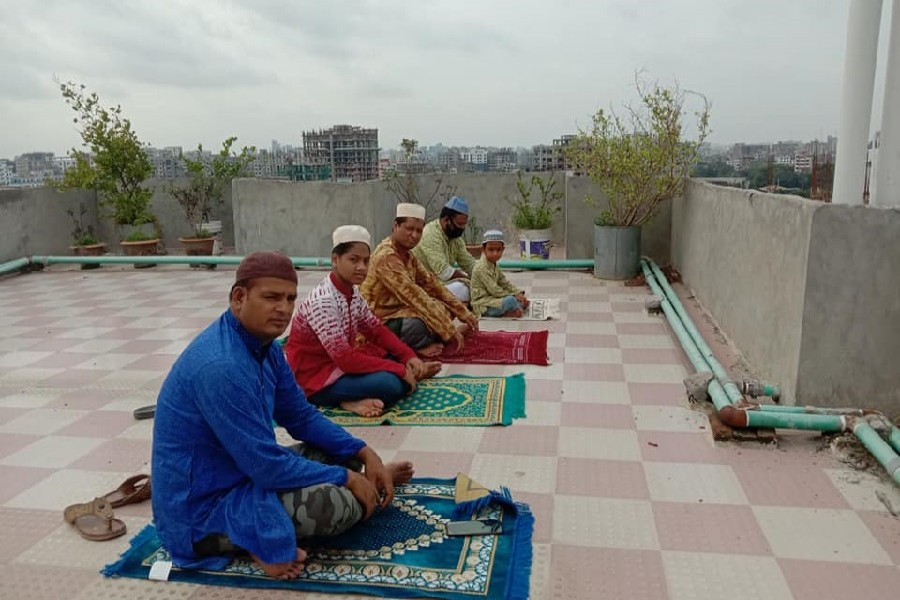 A view of some people who are about to offer Eid-al-Fitr prayers on Monday maintaining social distancing on the roof of the building they stay at in Dhaka city instead of going to mosques due to coronavirus fears. — Collected Photo via Facebook