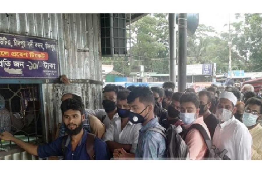 Passengers flout social distancing at Chandpur launch terminal