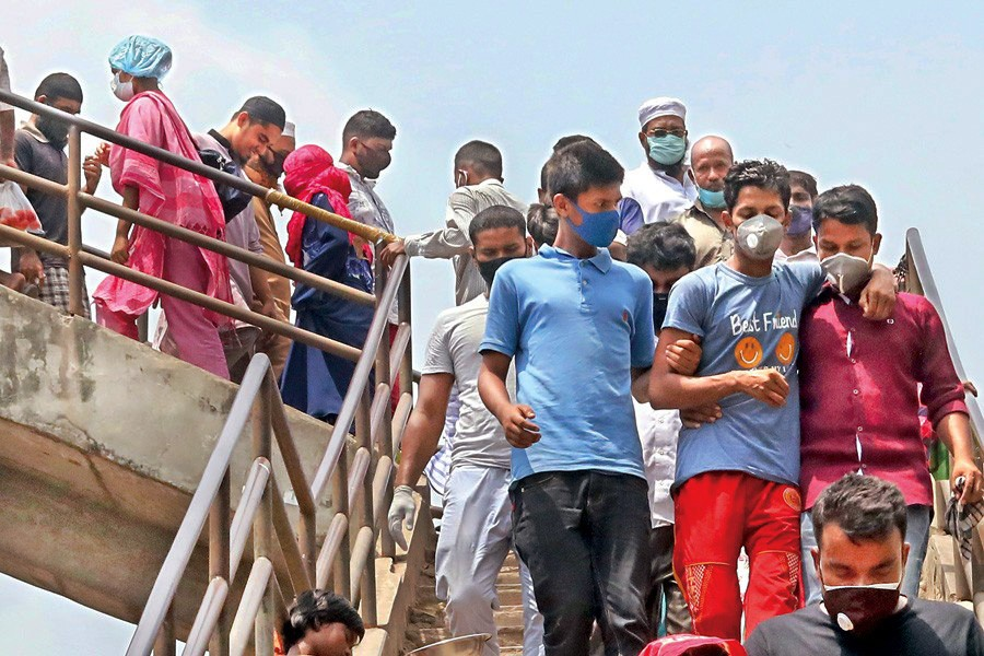Pedestrians walk down the stairs from the Babubazar bridge in old part of the city on Tuesday (June 17) without caring about social distancing norms even as the number of Covid-19 cases continues to spike — FE/Files