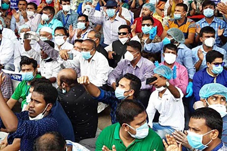 Medical technologists threaten strike for 'deserved recognition'