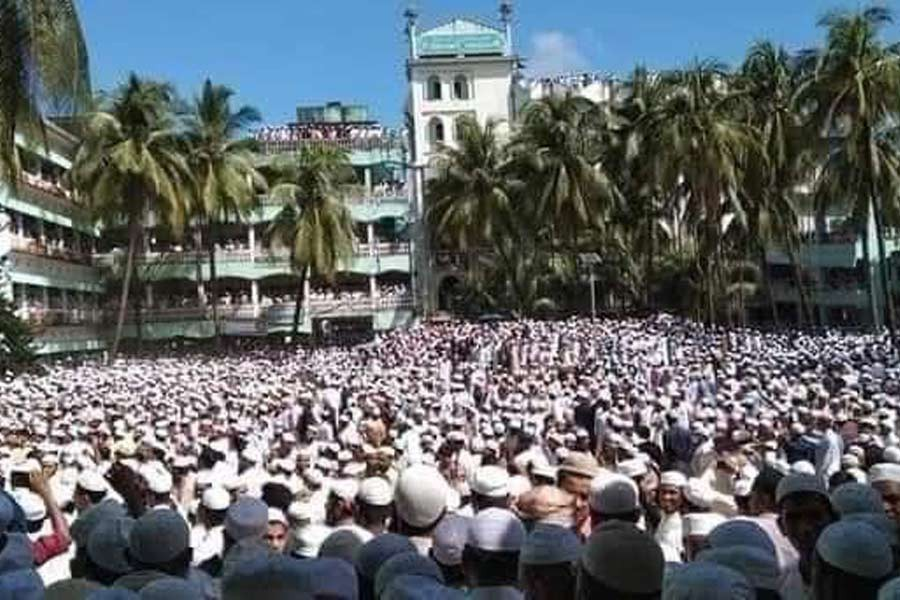 Shah Ahmed Shafi laid to rest