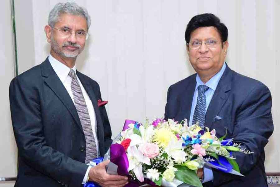 Foreign Minister Dr. AK Abdul Momen and his Indian counterpart Dr. S Jaishankar  -File Photo